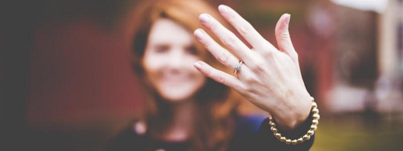 女性と指輪